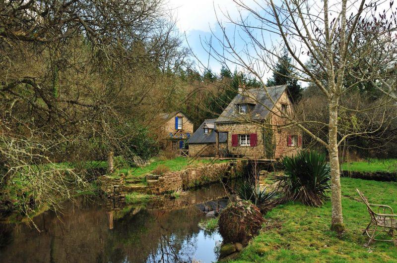 diaporama a vendre moulin avec deux maisons dans un. Black Bedroom Furniture Sets. Home Design Ideas