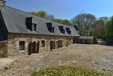 TEXT_PHOTO 14 - For sale, set of two Manors of the 16-17th century with outbuildings in a coastal village, Côtes d'Armor